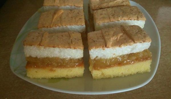 Jablkový koláčik s kokosovou penou